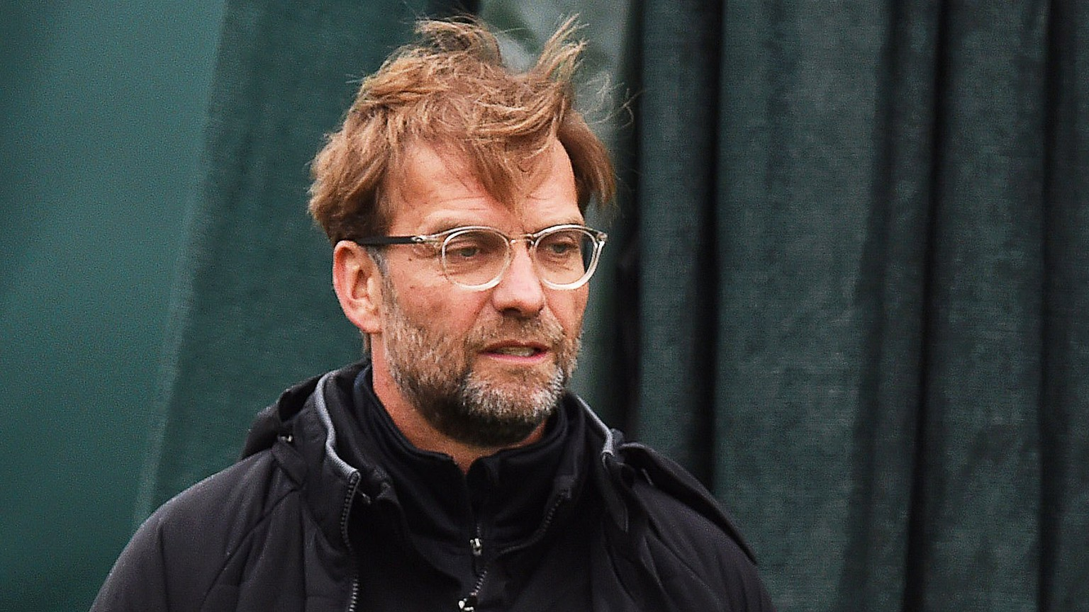 epa06687576 Liverpool's manager Juergen Klopp leads his team's a training session at the Melwood in Liverpool, Britain, 23 April 2018. Liverpool FC will face AS Roma in the UEFA Champions League semi final, first leg soccer match at Anfield on 24 April 2018.  EPA/PETER POWELL