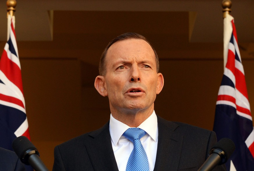 epa04921320 Australian Prime Minister Tony Abbott during a press conference in the Prime Ministerial Courtyard at Parliament House in Canberra, Australia, 09 September 2015. A meeting of the Australian Federal Coalition MP's has endorsed a cabinet decision to offer permanent placement of 12,000 Syrian refugees.  EPA/SAM MOOY AUSTRALIA AND NEW ZEALAND OUT