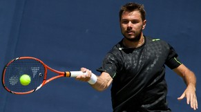 Switzerland's Stanislas Wawrinka returns during a practice session on day two of the ATP Aegon Championships tennis tournament at The Queen's Club in west London, on June 10, 2014. AFP PHOTO / ANDREW COWIE