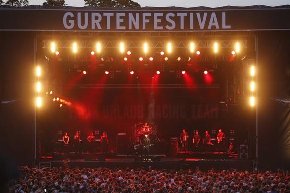 epa04849613 German band 'Farin Urlaub racing team' performs at the Gurten music open air festival in Bern, Switzerland, 16 July 2015.  EPA/PETER KLAUNZER