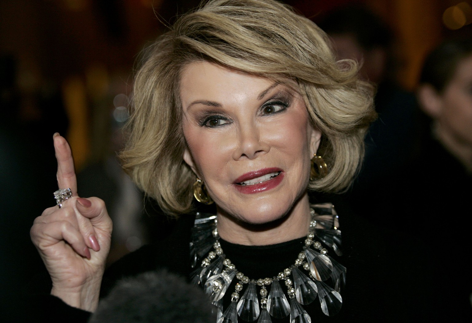 Comedian Joan Rivers talks to reporters as she arrives for a gala honoring the late stand-up comedian George Carlin, the 11th Annual Mark Twain Prize for American Humor recipient, at the Kennedy Center in Washington in this file photo taken November 10, 2008.  Acerbic comedian and fashion critic Joan Rivers was rushed to a New York hospital on August 28, 2014 after she stopped breathing during surgery on her vocal chords, reported NBC New York.    REUTERS/Molly Riley/Files  (UNITED STATES  - Tags: ENTERTAINMENT HEADSHOT)