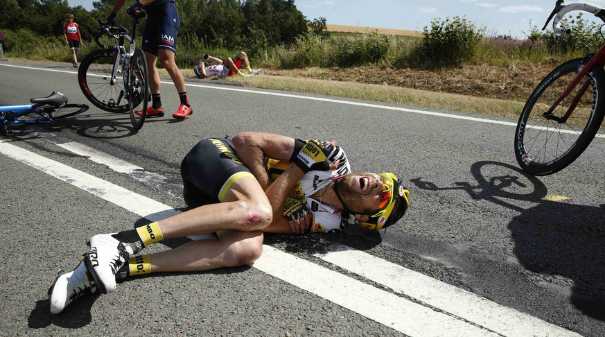 Lotto-Jumbo rider Laurens ten Dam of the Netherlands lies on the ground after a fall during the 159,5 km (99 miles) third stage of the 102nd Tour de France cycling race from Anvers to Huy, Belgium, July 6, 2015. REUTERS/Benoit Tessier