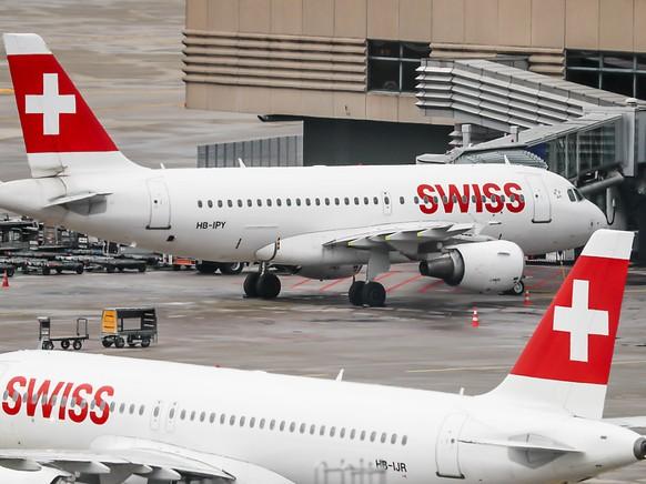 Bei der Swiss wie auch bei Fluggesellschaften weltweit bleiben derzeit viele Flieger am Boden. (Archiv)