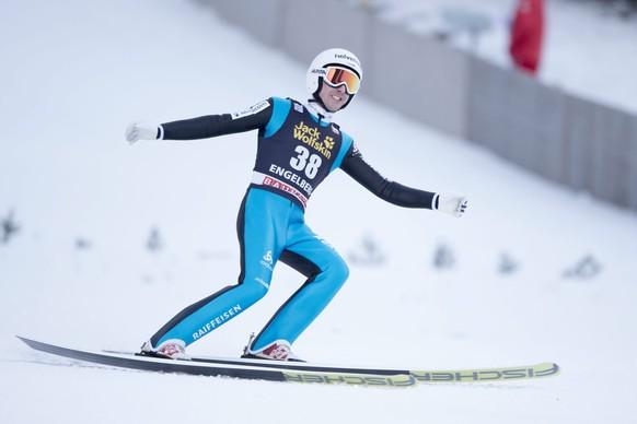 epa05075303 Simon Ammann of Switzerland in action during the men's FIS Ski Jumping World Cup at Titlisschanze in Engelberg, Switzerland, 19 December 2015.  EPA/URS FLUEELER