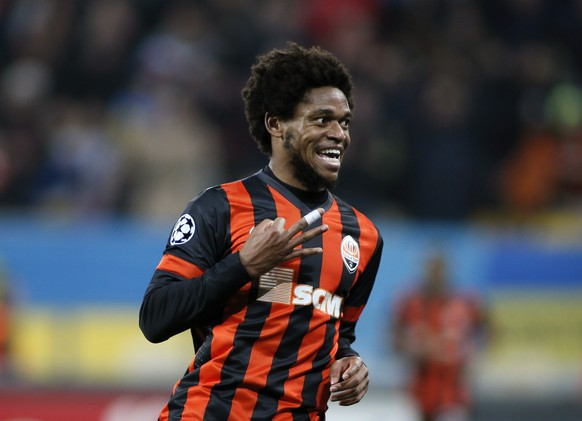 Shakhtar Donetsk's Luiz Adriano celebrates a goal during their Champions League Group H soccer match against BATE Borisov at the Arena Lviv stadium in Lviv, November 5, 2014. REUTERS/Gleb Garanich (UKRAINE  - Tags: SOCCER SPORT)