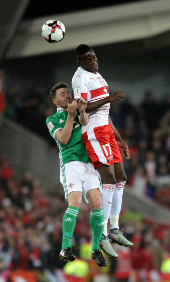 epa06318938 Switzerland's Denis Zakaria (R) tackles Northern Ireland's Corry Evans during the 2018 FIFA World Cup play-off first leg soccer match at Windsor Park, in Belfast, Britain, 09 November 2017.  EPA/Paul McErlane
