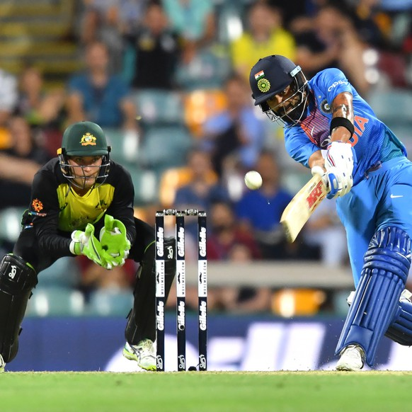epa07181362 Virat Kohli (R) of India in action during the first Twenty20 (T20) International match between Australia and India at The Gabba in Brisbane, Australia, 21 November 2018.  EPA/DARREN ENGLAND NO ARCHIVING, EDITORIAL USE ONLY, IMAGES TO BE USED FOR NEWS REPORTING PURPOSES ONLY, NO COMMERCIAL USE WHATSOEVER, NO USE IN BOOKS WITHOUT PRIOR WRITTEN CONSENT FROM AAP AUSTRALIA AND NEW ZEALAND OUT