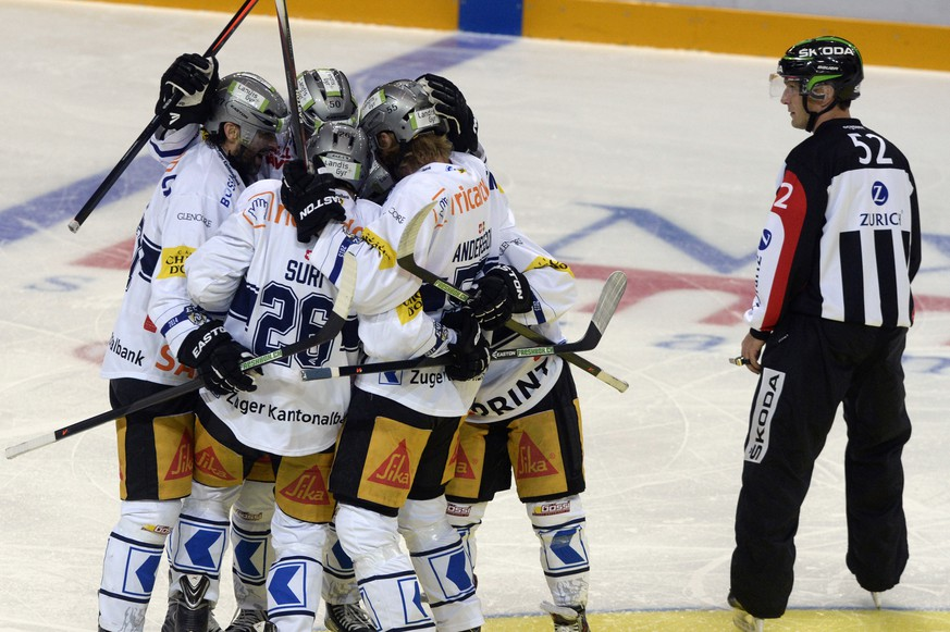 Zug's players cheer after scoring the 1-2 goal during the preliminary round game of the National League A (NLA) Swiss Championship 2014/15 between HC Lugano and EV Zug, at the Resega ice stadium, in Lugano, Switzerland, Saturday, October 04, 2014. (KEYSTONE/Ti-Press/Carlo Reguzzi)