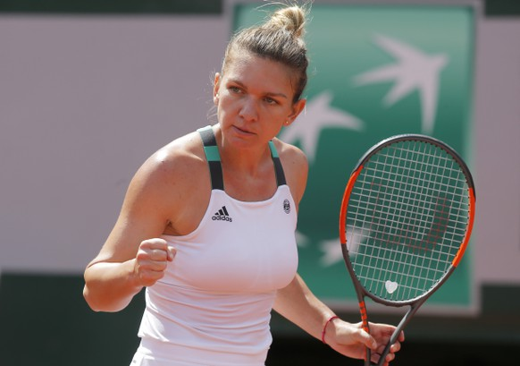 Romania's Simona Halep clenches her fist after scoring a point against Spain's Carla Suarez Navarro during their fourth round match of the French Open tennis tournament at the Roland Garros stadium, in Paris, France. Monday, June 5, 2017. (AP Photo/Michel Euler)