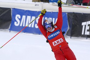 epa04126977 Switzerland's Fanny Smith jubilates after winning the women's FIS Ski Cross World Cup in Are, Sweden, 15 March 2014.  EPA/JANERIK HENRIKSSON **  SWEDEN OUT  **