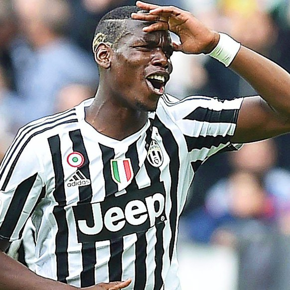 epa05264058 Juventus' French midfielder Paul Pogba (R) celebrates with his teammates after scoring the 2-0 lead during the Italian Serie A soccer match between Juventus FC and US Palermo at Juventus stadium in Turin, Italy, 17 April 2016. Juve won 4-0.  EPA/DI MARCO
