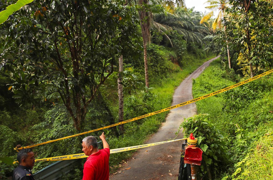 epa07770769 Police cordon an area as the search and rescue operation for 15-year-old Nora Quoirin from London is continued, in Seremban, Negeri Sembilan, Malaysia, 13 August 2019. Nora disappeared while on a holiday with her family at 'The Dusun' resort, in a nature reserve near Seremban, 63 km south of Kuala Lumpur, Malaysia. Her father raised the alarm when he discovered her missing from her bedroom on 04 August 2019.  EPA/FAZRY ISMAIL