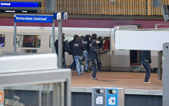epa04936219 Police officers stand at a platform near a Thalys train at Rotterdam Central Station, in Rotterdam, The Netherlands, 18 September 2015. Supposedly a man has locked himself in the bathroom. The Thalys plus several platforms have been evicted.  EPA/JERRY LAMPEN
