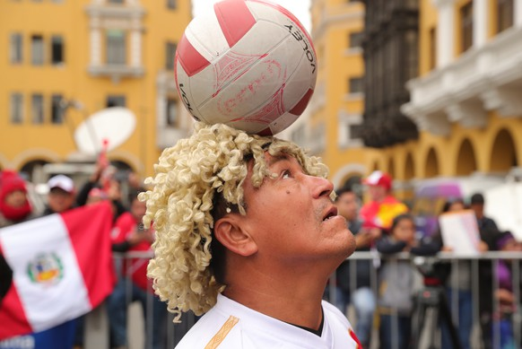 epa06827909 Peruvian fans meet to watch the game of their team against France, from the Plaza de Armas of Lima, Peru, 21 June 2018.  EPA/Ernesto Arias