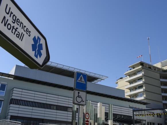 Der 30-Jährige, der als erster im Kanton Freiburg positiv auf das Coronavirus getestet wurde, befindet sich isoliert im Kantonsspital. (Archivbild)