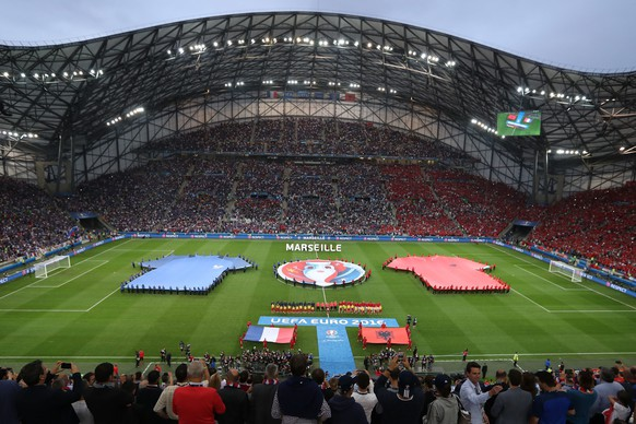 epa05367826  General view of the UEFA EURO 2016 group A preliminary round match between France and Albania at Stade Velodrome in Marseille, France, 15 June 2016.  (RESTRICTIONS APPLY: For editorial news reporting purposes only. Not used for commercial or marketing purposes without prior written approval of UEFA. Images must appear as still images and must not emulate match action video footage. Photographs published in online publications (whether via the Internet or otherwise) shall have an interval of at least 20 seconds between the posting.)  EPA/ALI HAIDER   EDITORIAL USE ONLY