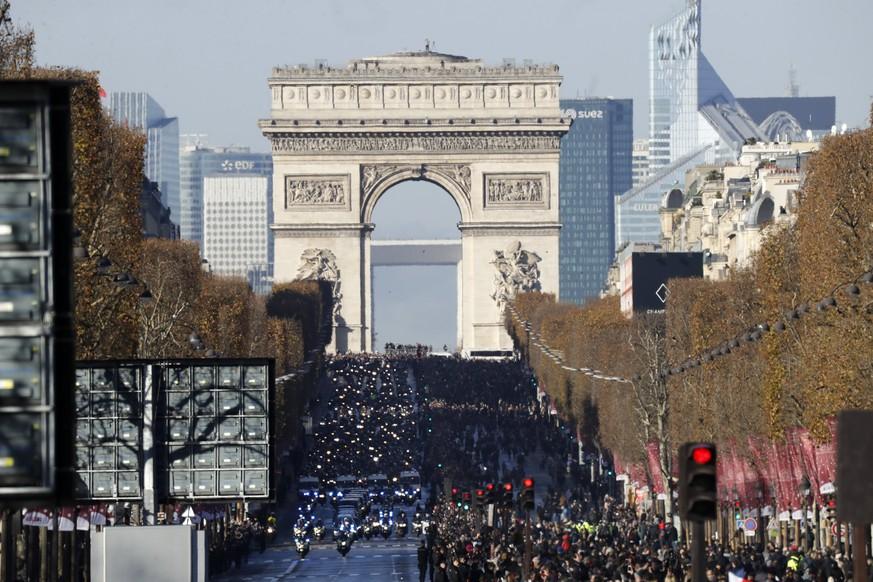 Franzosen erweisen Hallyday die letzte Ehre