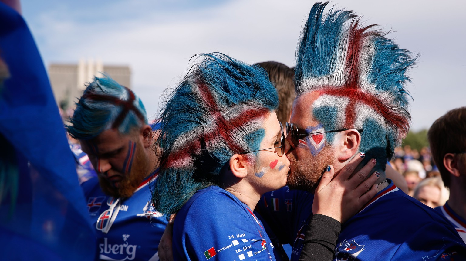 Iceland soccer fans kiss prior to watching the Euro 2016 quarterfinal match between Iceland and France on a large screen in Reykjavik, Iceland, Sunday July 3, 2016. (AP Photo/Brynjar Gunnarsson)