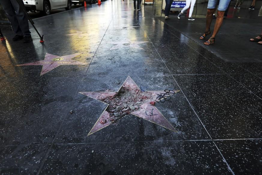 Trumps Hollywood Stern wurde vor weniger als zwei Wochen mit einer Spitzhacke zerstört.  Bild AP  AP