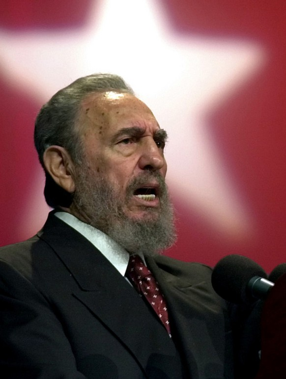 Fidel Castro, Cuban President, speaks during the opening of a training program for young school teachers celebrated in Karl Marx theatre in September, 2002 in Havana, Cuba. (KEYSTONE/AP Photo/Cristobal Herrera)