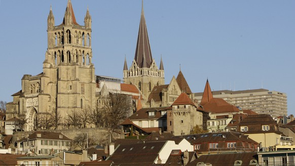 Notre-Dame cathedral, the canton of Vaud's university hospital and a part of the old city in Lausanne in the canton of Vaud, Switzerland, pictured on November 27, 2007. (KEYSTONE/Laurent Gillieron)Die Kathedrale Notre-Dame, die Universitaetsklinik des Kantons Waadt und ein Teil der Altstadt in Lausanne im Kanton Waadt, aufgenommen am 27. November 2007. (KEYSTONE/Laurent Gillieron)La cathedrale de Lausanne, le Centre Hospitalier Universitaire Vaudois, CHUV, et une partie de la vieille ville, photographiee le 27 novembre 2007 a Lausanne dans le canton de Vaud. (KEYSTONE/Laurent Gillieron)