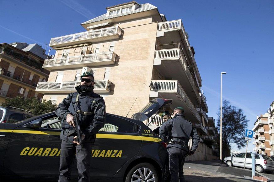 epa06355116 Finance police conduct extraordinary checks and searches in Ostia, Rome district, Italy, 28 November 2017. State, Carabinieri and finance police in Ostia on Tuesday amid fears that a clan war may be developing in the Rome seaside district, sources said. The operations were designed to find arms and drugs, sources said.  EPA/MASSIMO PERCOSSI