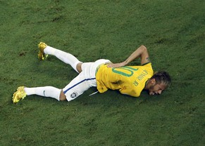 Brazil's Neymar grimaces after a challenge by Colombia's Camilo Zuniga (unseen) during their 2014 World Cup quarter-finals against Colombia at the Castelao arena in Fortaleza July 4, 2014. Brazil forward Neymar has been ruled out of the World Cup after fracturing his vertebrae in the closing stages of the 2-1 quarter-final win over Colombia on Friday, his team said.    REUTERS/Fabrizio Bensch (BRAZIL - Tags: SPORT SOCCER WORLD CUP TPX IMAGES OF THE DAY)