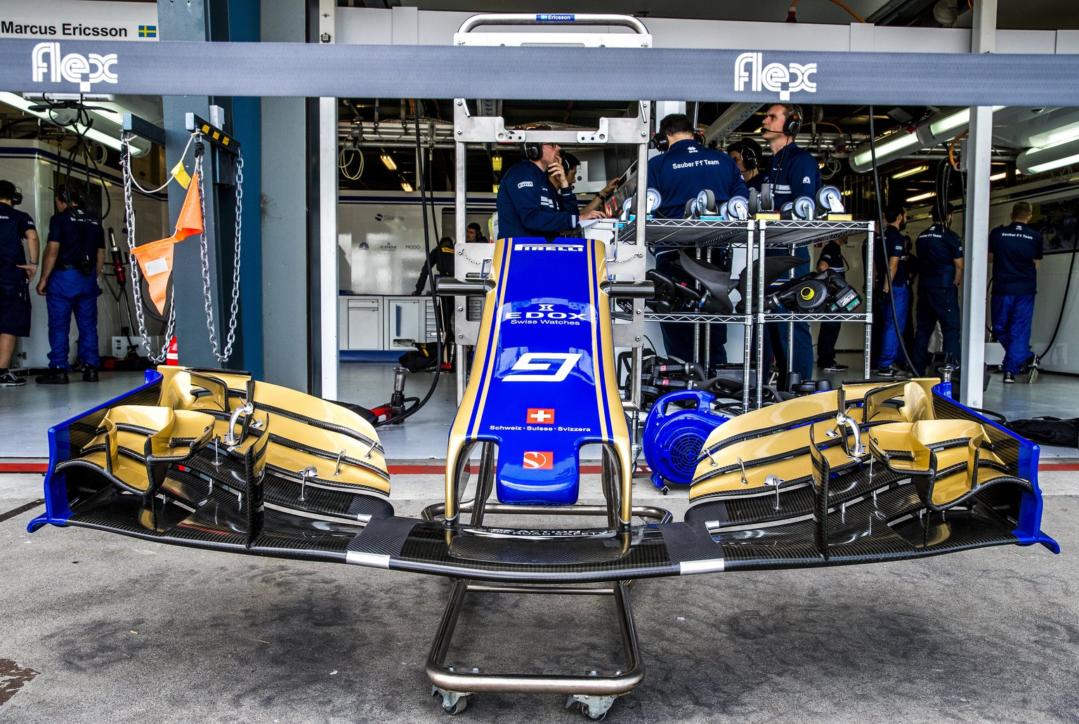 ARCHIVBILD ZUR PARTNERSCHAFT ZWISCHEN SAUBER UND ALFA ROMEO --- epa05867176 A front wing of Sweden's Marcus Ericsson of Sauber F1 Team car during the first practice session at Albert Park GP Circuit, in Melbourne, Australia, 24 March 2017. The 2017 Formula One Grand Prix of Australia will take place on 26 March 2017.  EPA/SRDJAN SUKI