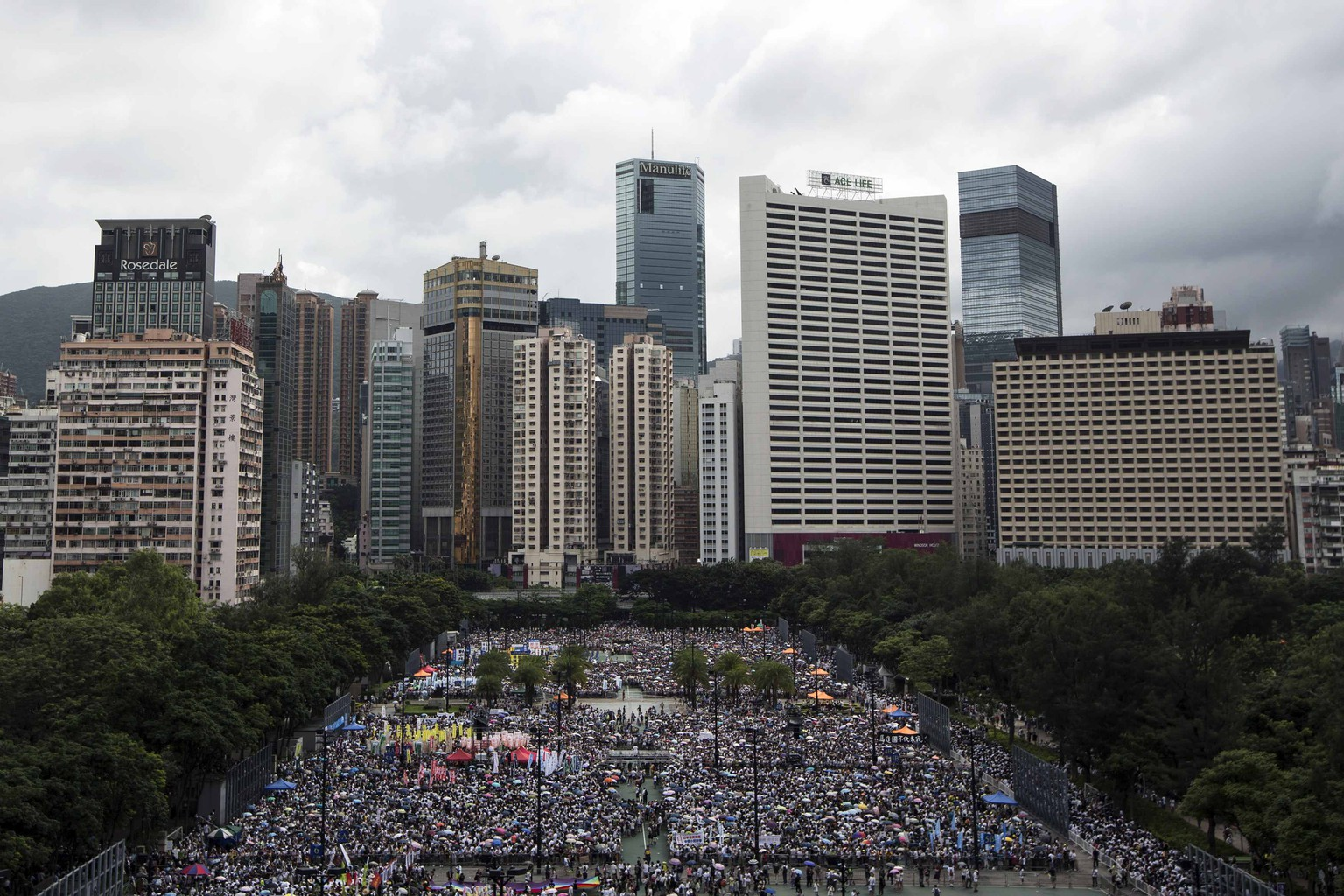 Thousands of pro-democracy protesters gather to march in the streets to demand universal suffrage in Hong Kong July 1, 2014. Pro-democracy protesters gathered for a mass march in Hong Kong on Tuesday, with one burning a photograph of the city's leader and another calling for him to be sacked, in what could be the biggest challenge to Chinese Communist Party rule in more than a decade. REUTERS/Tyrone Siu (CHINA - Tags: POLITICS CIVIL UNREST)