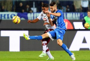 epa04530574 Empoli's forward Levan Mchedlidze (R) in action against Torino's forward Josef Martinez (L) during the Italian Serie A soccer match between Empoli FC and FC Torino at Carlo Castellani stadium in Empoli, Italy, 15 December 2014.  EPA/CLAUDIO GIOVANNINI