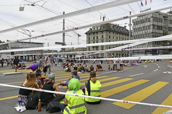 Blockiertes Zuercher Central am Frauenstreik am Freitag, 14. Juni 2019. (KEYSTONE/Walter Bieri)