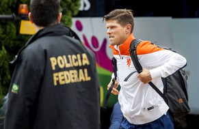 epa04271307 Dutch national soccer team player Klaas Jan Huntelaar and teammates arrive at the Hotel Pullman in Sao Paulo, Brazil, 11 June 2014. The Dutch team traveled to Sao Paulo, where they will play their first match of the Brazil FIFA World Cup 2014 against Chile on 23 June 2014.  EPA/KOEN VAN WEEL