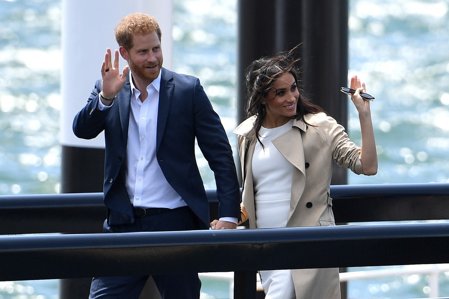 epa07096300 Britain's Prince Harry (L), the Duke of Sussex and his wife Meghan (R), the Duchess of Sussex arrive at the Sydney Opera House in Sydney, Australia, 16 October 2018. The Duke and Duchess of Sussex are on a 3-week tour of Australia, New Zealand, Tonga, and Fiji and are in Sydney to launch the 2018 Invictus Games, an Olympic-style event for disabled and ill service people.  EPA/DAN HIMBRECHTS  AUSTRALIA AND NEW ZEALAND OUT
