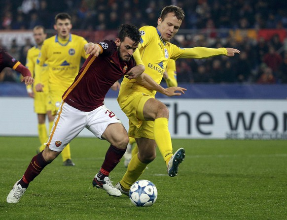 Football Soccer - AS Roma v BATE Borisov - Champions League Group Stage - Group E  - Olympic Stadium, Rome, Italy - 09/12/15 - AS Roma's Alessandro Florenzi (L) in action against BATE Borisov Mikhail Gordeichuk .   REUTERS/Max Rossi