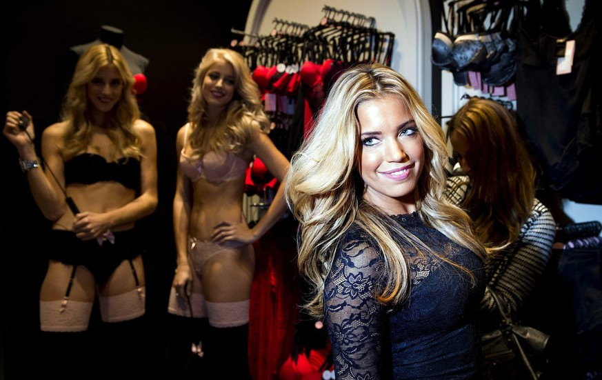 epa03940162 Dutch television personality and model Sylvie Meis (C) poses with models during the promotion of her lingerie collection 'The Sylvie Collection' at a Hunkemoller store in Amsterdam, The Netherlands, 07 November 2013.  EPA/KOEN VAN WEEL