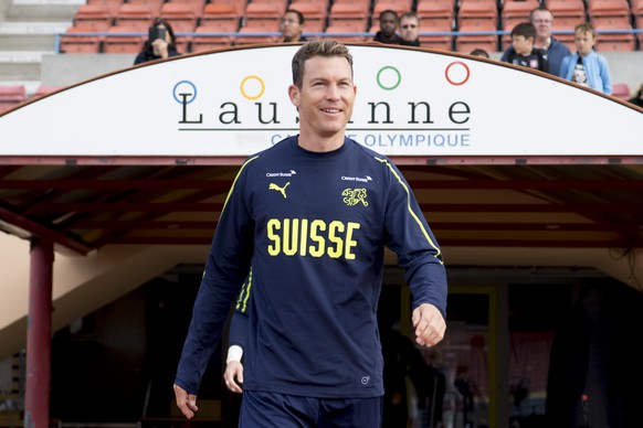 Switzerland's national soccer team player Stephan Lichtsteiner arrives for a trsining session before the upcoming UEFA Euro 2020 qualifying soccer matchs, at the Stade Olympique de la Pontaise in Lausanne, Switzerland, Tuesday, October 8, 2019. Denemark will play Switzerland for the UEFA Euro 2020 qualifying Group D soccer match on October 12 in Copenhagen. (KEYSTONE/Laurent Gillieron)