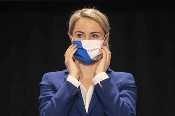 Natalie Rickli, Regierungsraetin und Vorsteherin der Gesundheitsdirektion, spricht im Zuercher Kantonsrat, welcher wegen der Corona-Pandemie in der Halle 7 der Messe Zuerich stattfindet, aufgenommen am Montag, 19. Oktober 2020 in Zuerich. (KEYSTONE/Ennio Leanza)