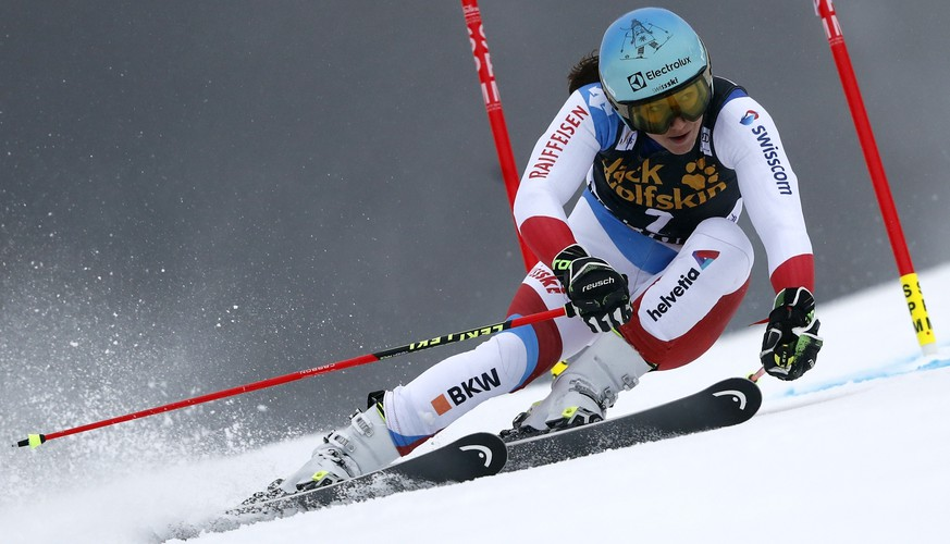 Switzerland's Wendy Holdener speeds down the course during an alpine ski, women's World Cup giant slalom, in Maribor, Slovenia, Friday, Feb. 1, 2019. (AP Photo/Gabriele Facciotti)