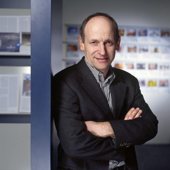 Portrait von Juerg Wildberger, Chefredaktor der Weltwoche, aufgenommen am 13. Dezember 2005 auf der Redaktion der Weltwoche in Zuerich. (KEYSTONE/Gaetan Bally) === ,  ===