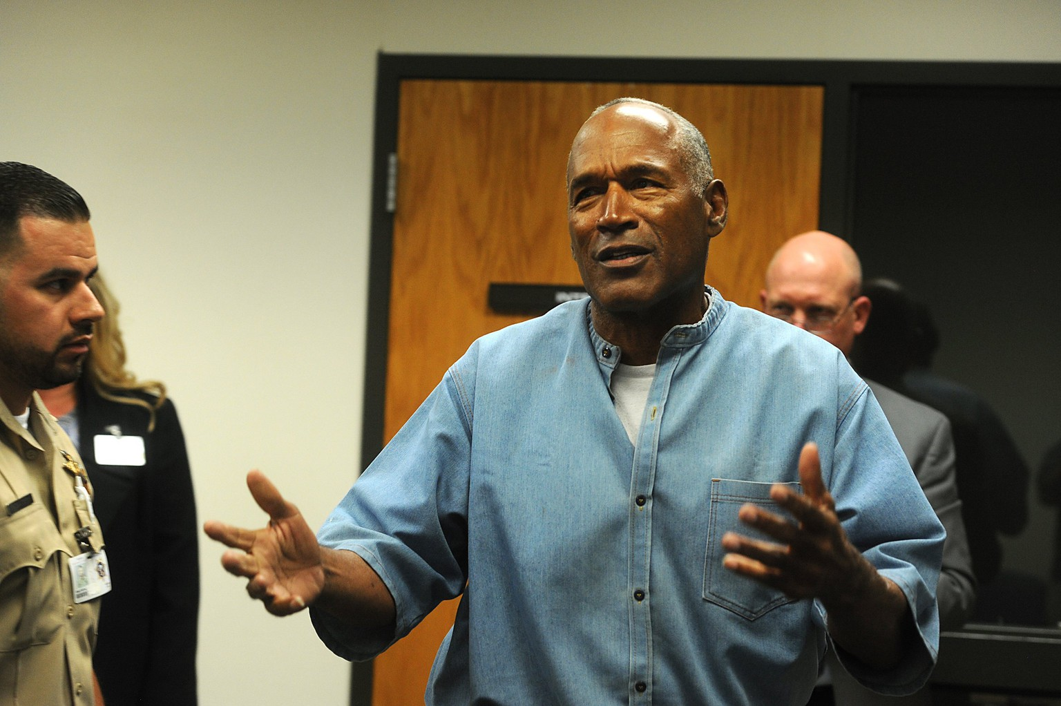 epa06100304 O.J. Simpson (R) reacts after learning he was granted parole at Lovelock Correctional Center (LCC), in Lovelock, Nevada, USA, 20 July 2017. Simpson, 70, is serving a nine to 33 year prison term for a 2007 armed robbery and kidnapping conviction.  EPA/JASON BEAN/RENO GAZETTE-JOURNAL / POOL