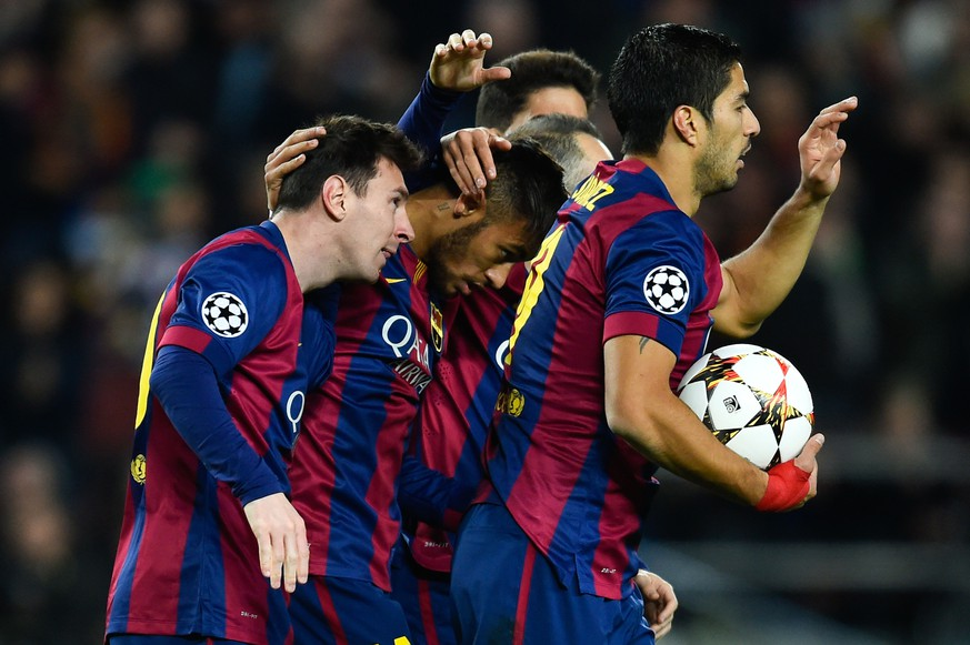 BARCELONA, SPAIN - DECEMBER 10:  Lionel Messi (L) of FC Barcelona celebrates after scoringm their first goal during the UEFA Champions League group F match between FC Barcelona and Paris Saint-Germanin FC at Camp Nou Stadium on December 10, 2014 in Barcelona, Spain.  (Photo by David Ramos/Getty Images)