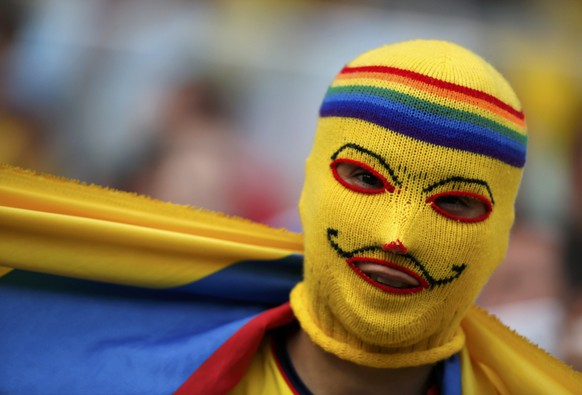 A Colombia fan poses before the 2014 World Cup round of 16 game between Colombia and Uruguay at the Maracana stadium in Rio de Janeiro June 28, 2014.  REUTERS/Sergio Moraes (BRAZIL  - Tags: SOCCER SPORT WORLD CUP)