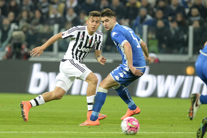 Juventus' Paulo Dybala, left, challenges the ball with Sassuolo' Luca Antei during a Serie A soccer match between Juventus and Sassuolo at the Juventus stadium, in Turin, Italy, Friday, March 11, 2016. (AP Photo/Massimo Pinca)