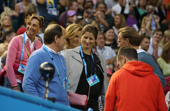 epa04038992 Former Swiss tennis player Mirka Federer (C) arrives to watch the men's semifinal match between Roger Federer of Switzerland and Rafael Nadal of Spain at the Australian Open Grand Slam tennis tournament in Melbourne, Australia, 24 January 2014.  EPA/MARK DADSWELL AUSTRALIA AND NEW ZEALAND OUT