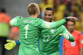 Netherlands' goalkeeper Michel Vorm (R) replaces teammate Jasper Cillessen during the third place play-off football match between Brazil and Netherlands during the 2014 FIFA World Cup at the National Stadium in Brasilia on July 12, 2014.  AFP PHOTO / VANDERLEI ALMEIDA
