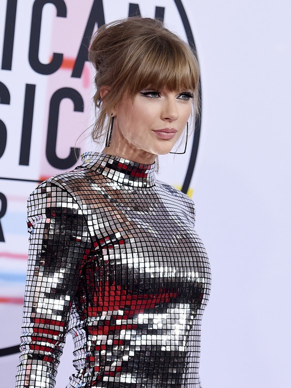 FILE - In this Oct. 9, 2018, file photo, Taylor Swift arrives at the American Music Awards at the Microsoft Theater in Los Angeles. Swift has donated $15,500 to a GoFundMe account of a fan whose family is struggling with medical bills. (Photo by Jordan Strauss/Invision/AP, File)
