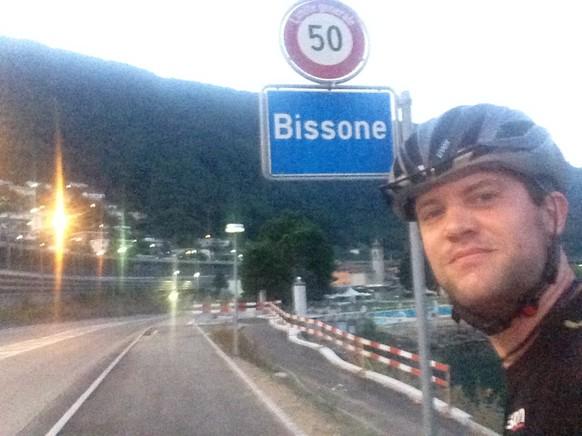 Los ging die 13. Etappe kurz nach fünf Uhr. Einmal über den Damm und schon war Bissone (Nr 117) erreicht.