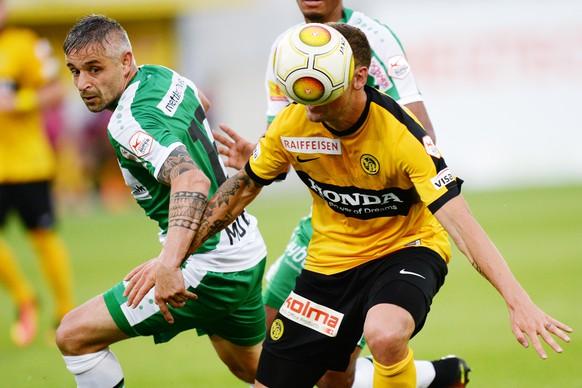 23.07.2016; St.Gallen; Fussball Super League - FC St.Gallen - BSC Young Boys; Mario Mutsch (St.Gallen) gegen Jan Lecjaks (YB)(Steffen Schmidt/freshfocus)