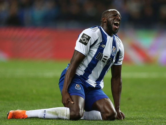 epa06576116 FC Porto's player Marega reacts to an injury during the Portuguese First League soccer match with Sporting held at Dragão stadium, Porto, northern of Portugal, 02 March 2018.  EPA/MANUEL FERNANDO ARAUJO