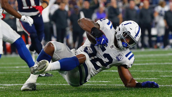 epa07070599 Indianapolis Colts linebacker Najee Goode recovers a loose ball during the third quarter of the NFL American Football game between the Indianapolis Colts and the New England Patriots at Gillette Stadium in Foxborough, Massachusetts, USA, 04 October 2018.  EPA/CJ GUNTHER